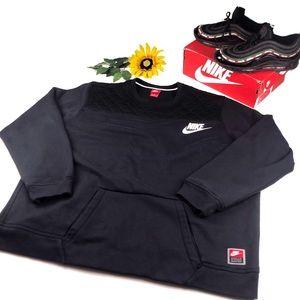 ❌SOLD❌ Nike SportsWear Crew Neck pockets Black